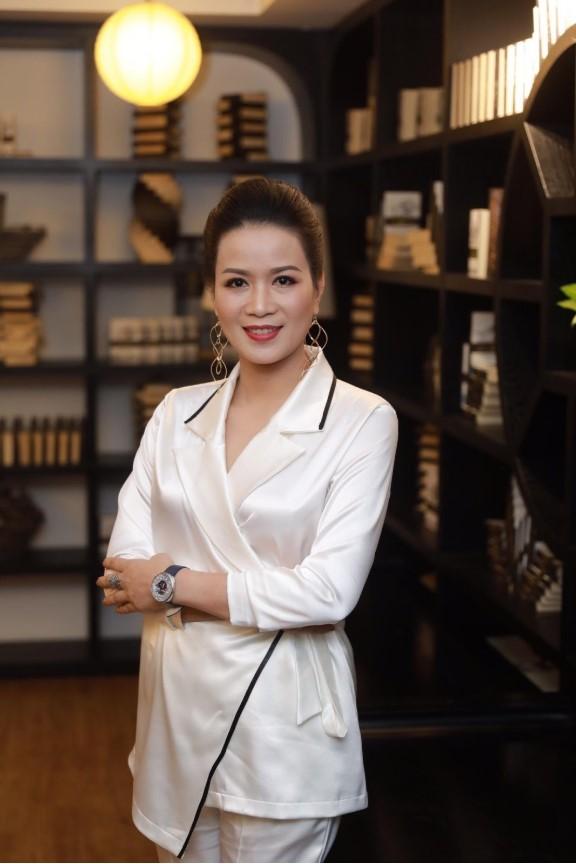 """Trưởng ban giám khảo - Tiến sĩ Phan Duyên, người """"mẹ hiền"""" đã luôn đồng hành cùng các con trên chặng đường nghệ thuật"""