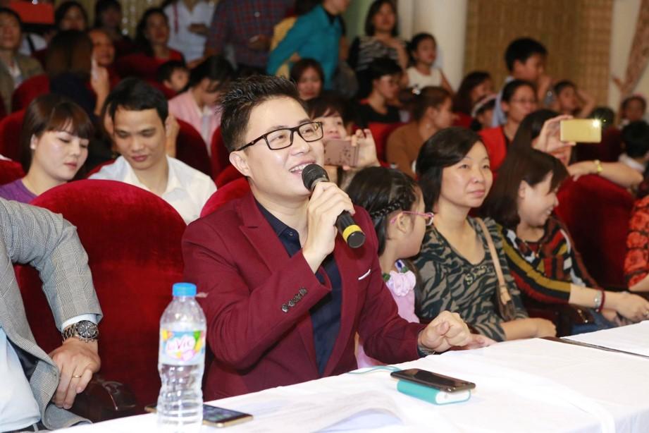 MC Lê Anh hào hứng nhận xét sau khi thưởng thức màn trình diễn của các con