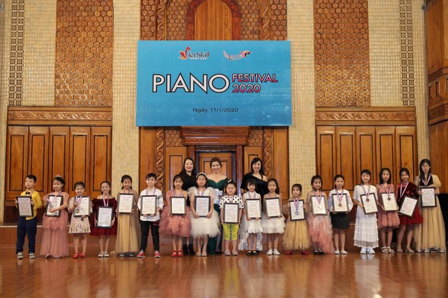 Đêm nhạc không chỉ dừng lại là sân chơi cho các bạn trẻ được thỏa sức sống trong đam mê với bộ môn nghệ thuật Piano, mà đã chính thức trở thành cầu nối giúp các em tiến xa hơn trong tương lai, được cọ xát ở những giải đấu chuyên nghiệp
