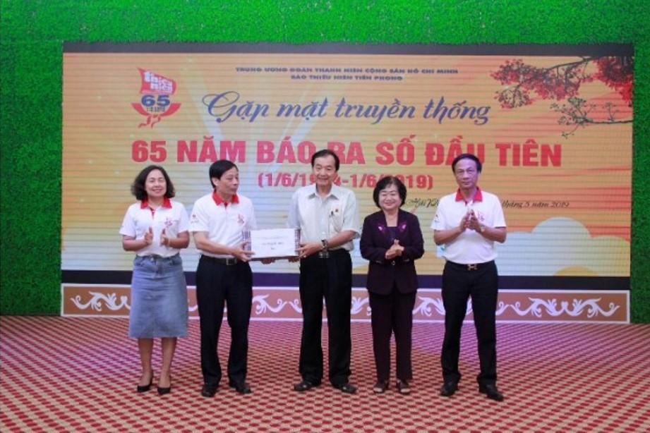 Bà Trương Mỹ Hoa – Nguyên Bí thư Trung ương Đảng, nguyên Phó Chủ tịch nước, đã đặc biệt đến dự chương trình kỷ niệm 65 năm thành lập báo TNTP