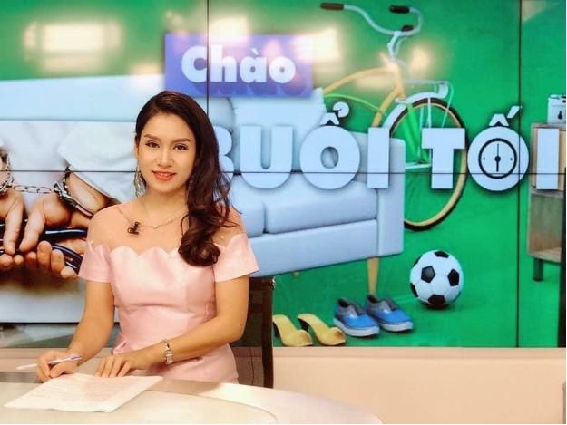 """MC Thanh Mai dẫn dắt chương trình """"Chào buổi tối"""""""
