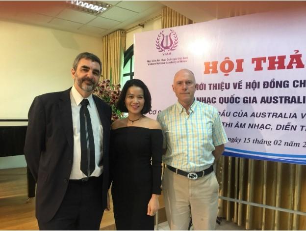 Tiến sĩ Phan Duyên cùng các giảng viên đến từ Hội đồng chấm thi quốc tế AMEB