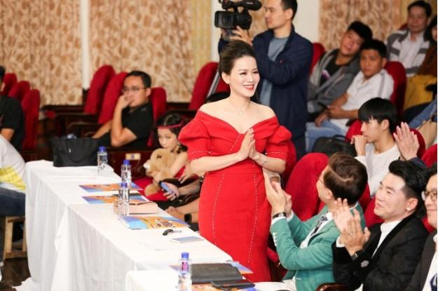 """Trưởng ban giám khảo – Tiến sĩ Phan Duyên, người """"mẹ hiền"""" luôn đồng hành cùng các con"""