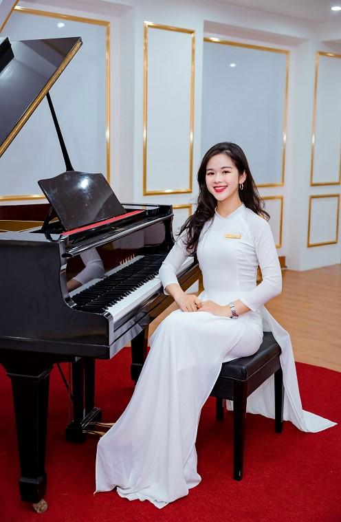Cô giáo Thùy Linh